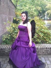 Karlijn in haar jurk op de Elfia in Arcen