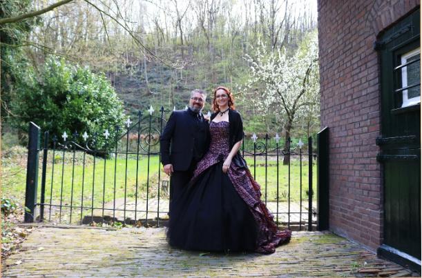 Huwelijk Kim en haar man.