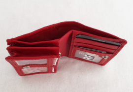 Klein lederen portemonneetjes met veel ruimte. RFID protectie.