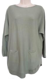 Pistachegroene boothals trui met zakjes voor en knoopjes aan de achterzijde