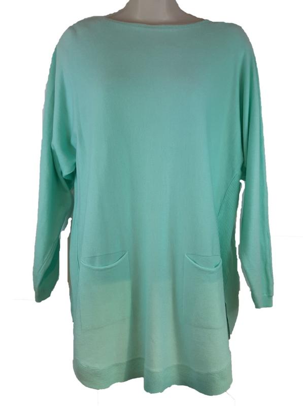 Mintgroene boothals trui met zakjes voor en knoopjes aan de achterzijde