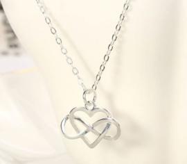 Liefde en oneindigheid in symbolisch hangertje aan ketting