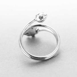 Lotus ring van zilver, met elegant wikkeleffect