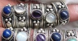 Tibetaans zilveren ring met steentje