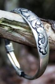 Armband uit Tibet met Boeddhistische symbolen