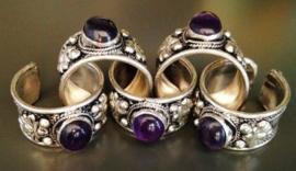 Tibetaans zilveren ring met Amethist en Lotus