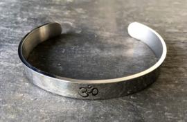 Open armband van RVS met Mantra
