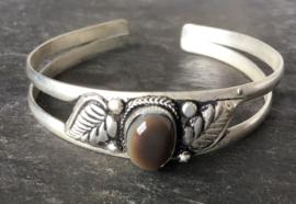 Tibetaans zilveren open armband met Agaat