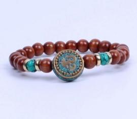 Armband uit Nepal met Mantra en houten kralen