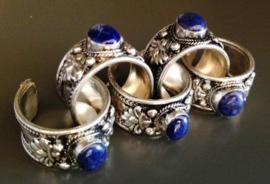 Tibetaans zilveren ring met Lapis Lazuli en Lotus