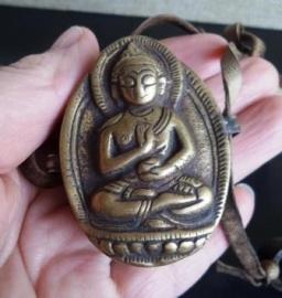 Tibetaans Boeddhistisch reisaltaartje met Boeddha en kruiden