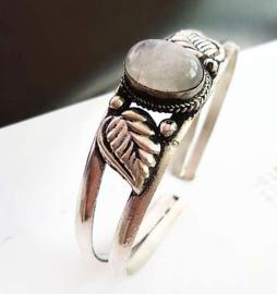Tibetaans zilveren open armband met Maansteen