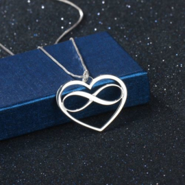 Oneindige liefde - verzilverd hangertje aan ketting