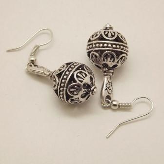 Handgemaakte Tibetaanse oorbellen, bolvormig