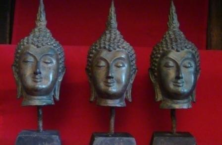 Bronzen Boeddha hoofdje op sokkel
