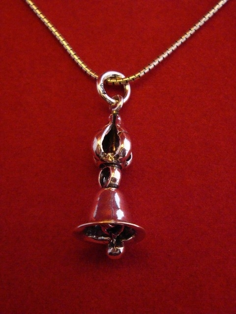 Ghanta belletje met kroon, hangertje van zilver