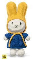 Nijntje handmade gehaakt en haar blauwe jas en gele muts