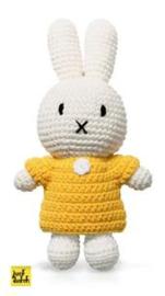 Nijntje handmade gehaakt en haar gele  jurk