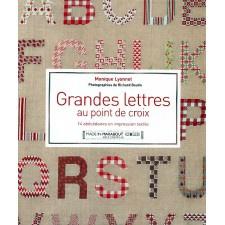Grandes lettres au point de croix, Monique Lyonnet