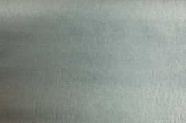 Twee slips kleur zilver met zwarte opdruk.