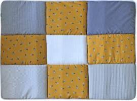 Boxkleed/ Speelkleed: Veertjes okergeel 75 x 95 cm