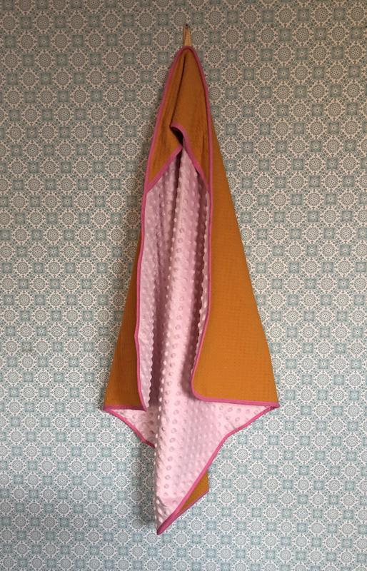 Wikkeldoek Okergeel met roze