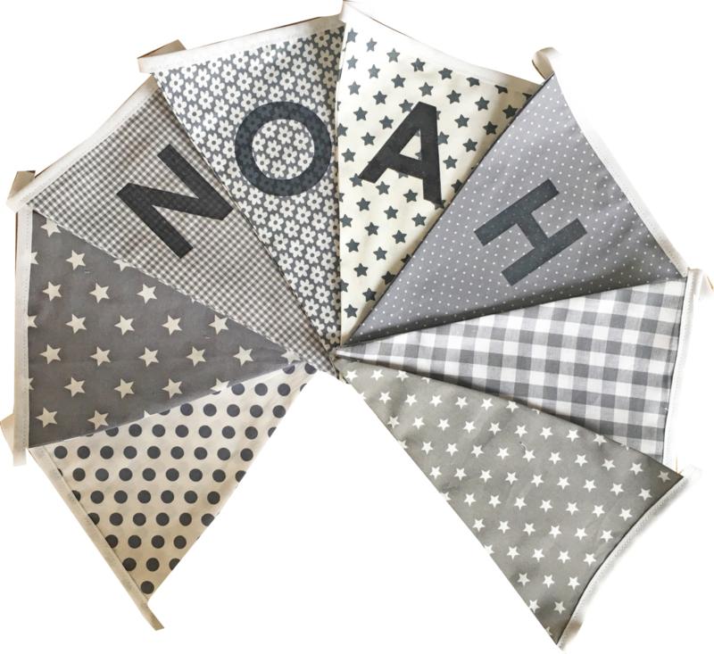 Vlaggetjes met naam: ontwerp NOAH (grijs met wit)