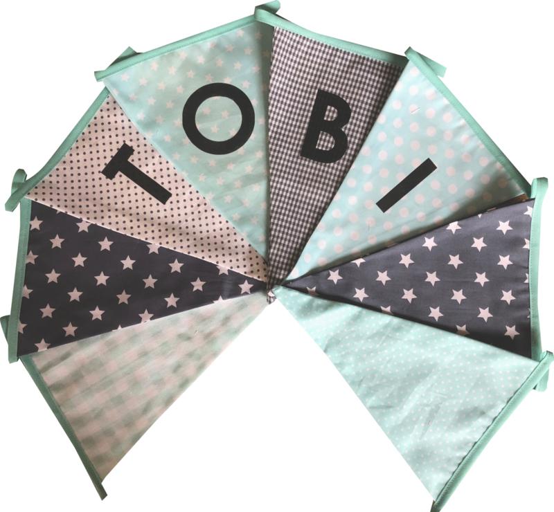 Vlaggetjes met naam: ontwerp Tobi