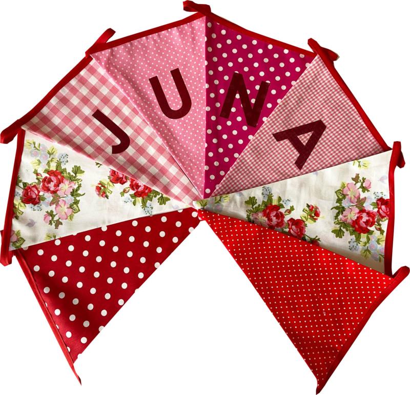 Vlaggetjes met naam: ontwerp Juna roosjes