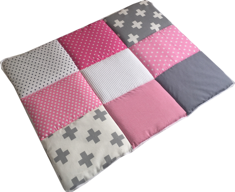 Boxkleed / Speelkleed: Roze met grijze plusjes