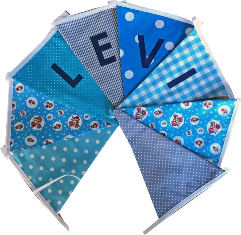 Vlaggetjes met naam: ontwerp Levi blauwe bloemen