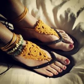 Urban Hippies barefoot sandalen, okergeel