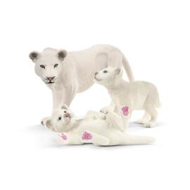 42505 Leeuwin met 2 baby's