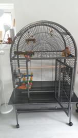 Papegaaienkooi Mila + speelgoed