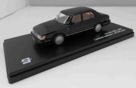 Saab 900 Sedan zwart Tripple 9