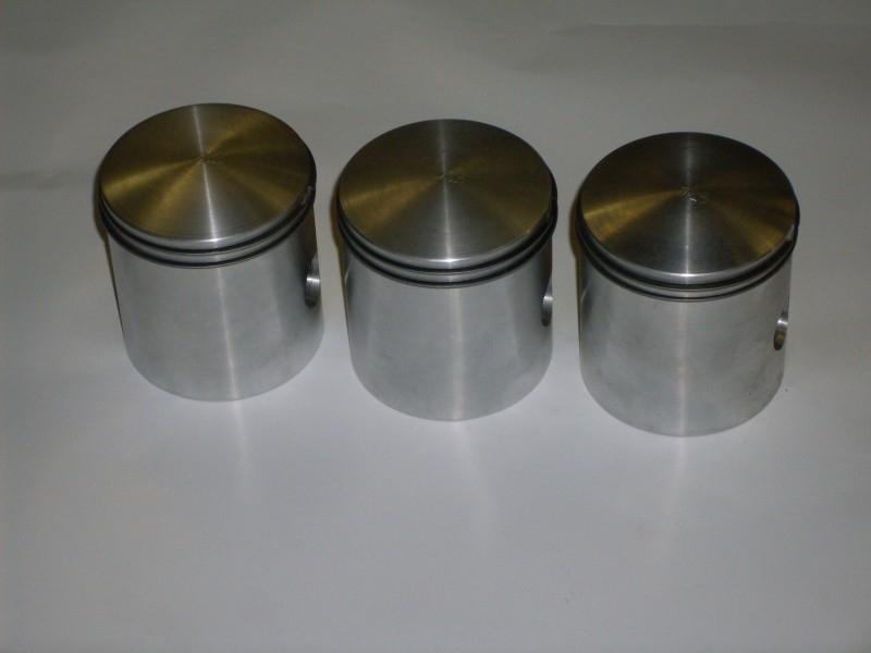 Set zuigers 2-T 850 cc bouwjaar 1960 t/m 1967 Leverbaar in de maten: 70/ 70,5/ 71/ 71,5/ 72/ 72,5/ 73/ 73,5/ 74 mm. 850 cc.