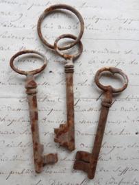 Set  Antieke sleutels middel