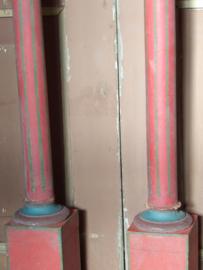 2 Antieke baluster/kandelaars