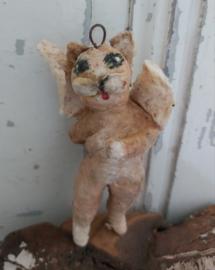 Oude kat met zwaan