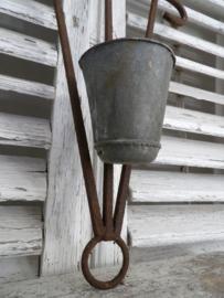 Ornament met zinken harspot