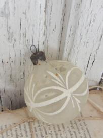 Antieke kerstbal wit