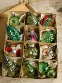 Doos met antieke Kerstballen