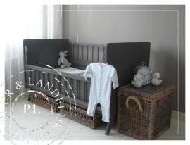 Landelijk brocant ledikantje `Dreams` in Riviera Taupe *Verkocht*