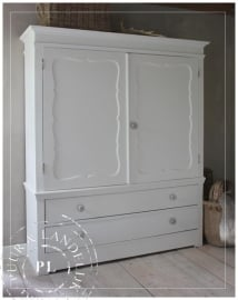 Brocante / oude kast / all white
