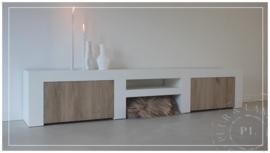 Maatwerk stoer sober tv meubel PURE WHITE eiken deuren