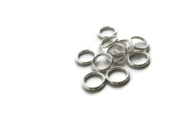 TB.55 - METALLOOK RINGEN  ZILVER / 25 X 4MM