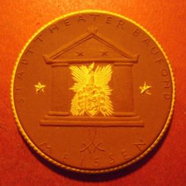 1922 Meissen , City theater donation. Gipsform !!!  Gold décor !!! Meissen Porcelain 50mm Sch802d - RR !!! (11184)