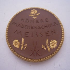 1921 Meissen , Highschool for girls. Gold décor !!! Max. 200 pcs made !!! Meissen Porcelain 42mm Sch1953d - R !!! (16121)