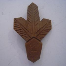 Gau Baden - Alsace 1934 WHW Spende. Tannenzweig. Holzabzeichen mit Nadel 60x38mm T01-005 (14727)