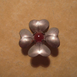1936-10-31/11-1 German WHW donation pin. Stylised flowers - Clover shape. Metal with gemstone T052 (12987)